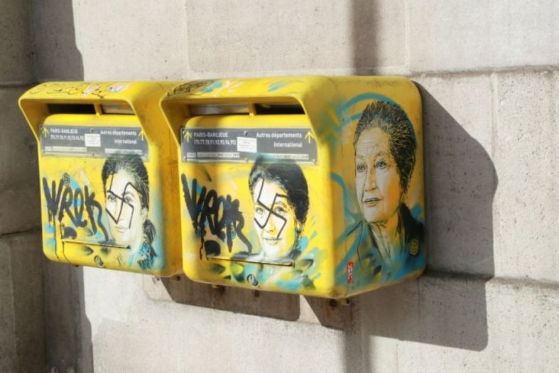simone veil antisémitisme boîtes aux lettres la poste